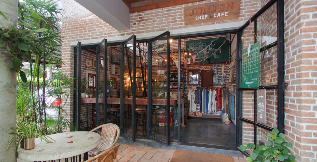 """Jun Jun Shop & Café"""