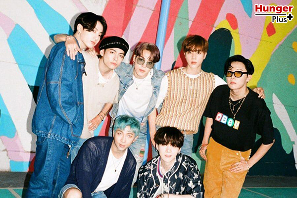 """""""Dynamite"""" ของ BTS ยังคงพุ่งขึ้นอย่างต่อเนื่องใน Billboard's Global 200 Chart ข่าวดารา ข่าวบันเทิง ข่าวออนไลน์ ข่าวฟุตบอล Dynamite BTS"""