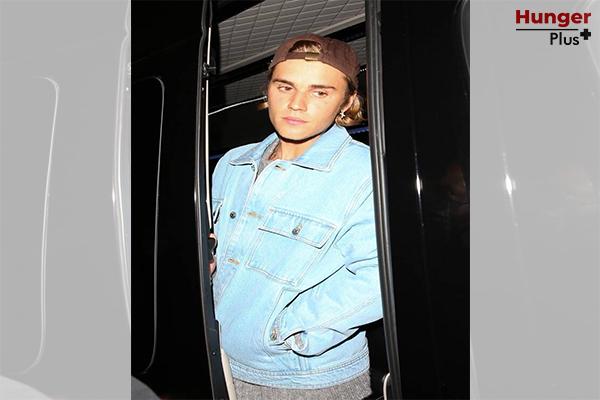 Justin Bieber ปกป้อง Hailey Bieber จากปาปารัซซี่ที่พยายามถ่ายใต้กระโปรงของภรรยาตน ข่าวดารา ข่าวบันเทิง ข่าวออนไลน์ ข่าวฟุตบอล JustinBieber HaileyBieber ปาปารัซซี่ถ่ายใต้กระโปรง
