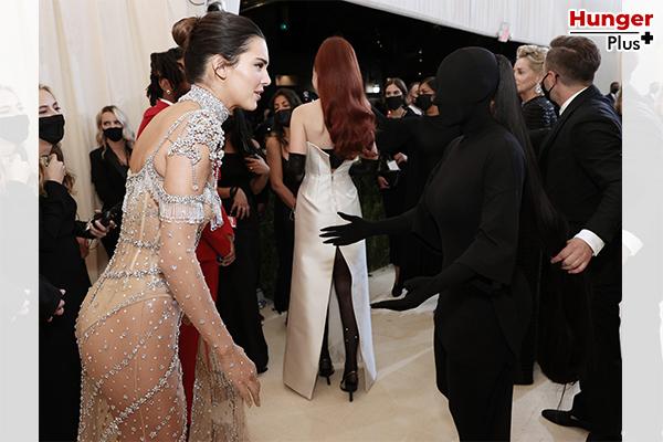Kim Kardashian กับการเป็นตำนานใน Met Gala 2021 กลายเป็นมีมในชั่วข้ามคืน ข่าวดารา ข่าวบันเทิง ข่าวออนไลน์ ข่าวฟุตบอล KimKardashian MetGala2021